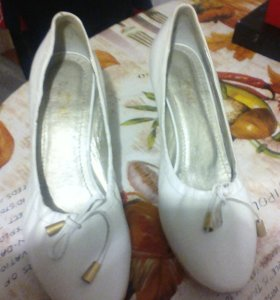 Туфли женские белые 39