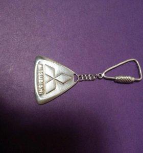 брелок от Mitsubishi Серебро. 925