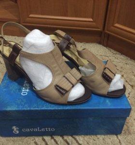 Женские туфли(кожаные )