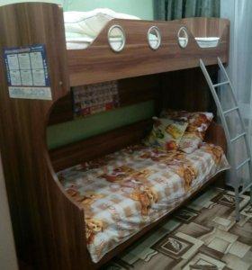 Кровать двухъярусная+2 матраса