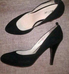 Туфли  замшевые р-р 38.