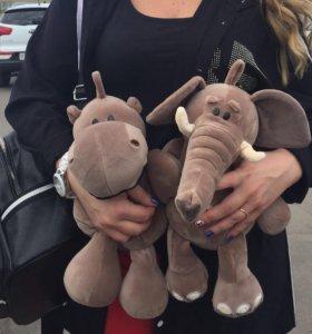 Игрушки слонёнок и бегемотик