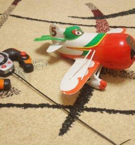 самолет на пульте управления