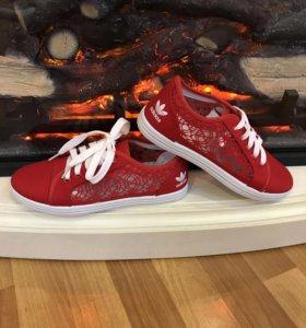 Кеды adidas красные кружевные