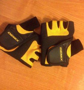 Перчатки Demix для тренировок и фитнеса
