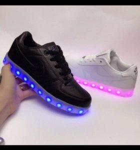 Кроссовки светодиодные