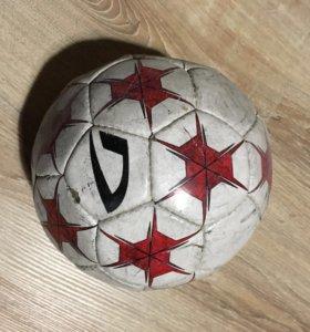 Футбольный мяч Demix
