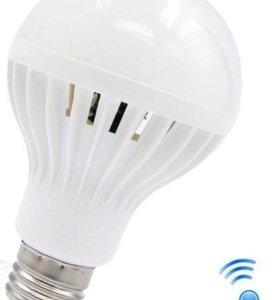 Светодиодная лампочка с датчиком движения и света
