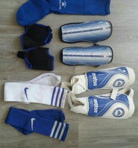 Защита и гетры для футбола