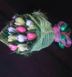 Букет тюльпанов с рафаэлло