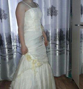 На выпускной платье.