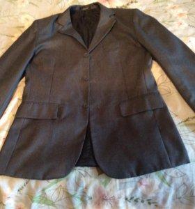 Пиджак на юношу .