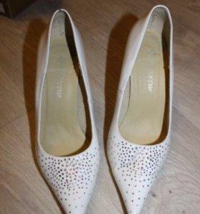 Белые туфли 37 р-р