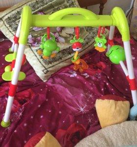 Турник с подвесными игрушками
