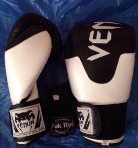 Перчатки боксерские Venum + бинты