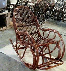 Кресло-качалка матовый миндаль.
