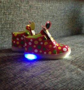 Продам детские кроссовки!