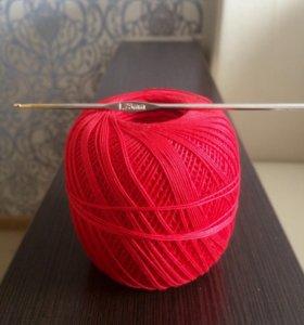 Крючок для вязания и пряжа