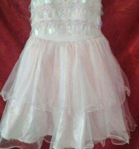 Платье праздничное на 4-5 лет