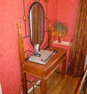 Спальный гарнитур.Кровать,2 тумбы,стол