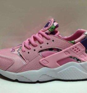 Женские розовые кроссовки Nike Air Huarache