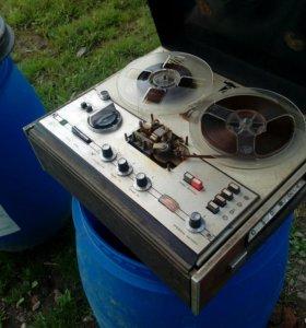 Катушечный магнитофон Астра 207
