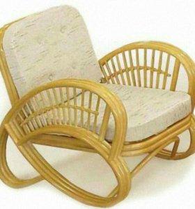 Кресло из ротанга цвет натура.