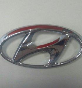 "Значок ""H"" Hyundai Solaris перед"