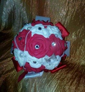 Букет дублер на свадьбу бордового цвета