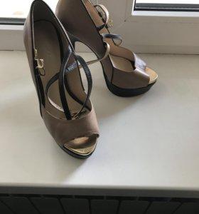 Обувь носилась один раз