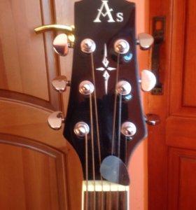 Полу акустическая гитара