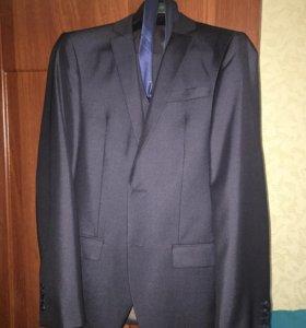 Костюм (пиджак, брюки, рубашка, галстук)