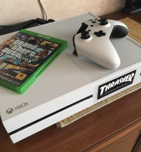 Xbox One White 500gb +GTA 5,Battlefield 4