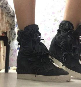 Ботинки , кроссовки на танкетке весна-лето