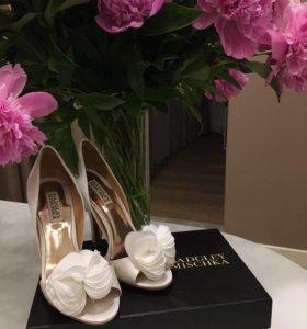 Badgley Mischka свадебные туфли