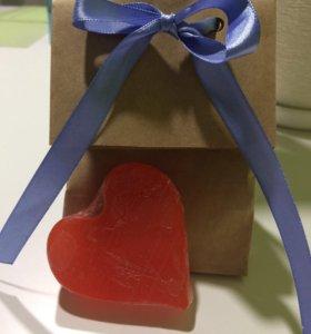 Мыло Hand Made в форме сердечек.