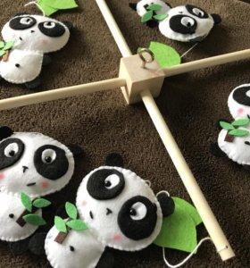 Мобиль в детскую с пандами