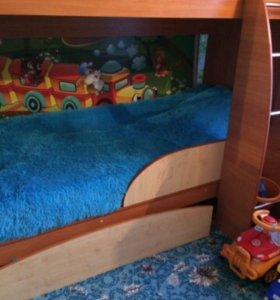 Кровать двухъярусная и шкаф