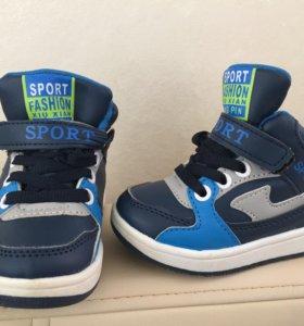 Кроссовки, ботинки, сандали