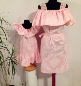 Одинаковые розовые сарафаны мама дочка .