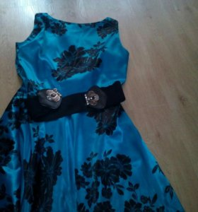 Платье из атласа в пол