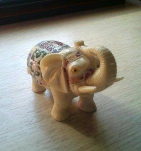 Фигурка слонёнок!