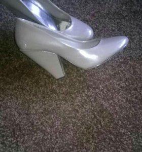 Удобные необычные туфли