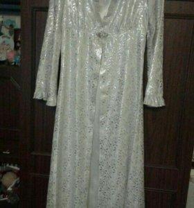Платье для нихках,очень красивое,застёжка-брошка.