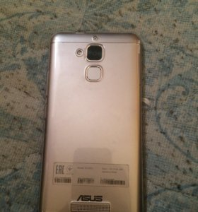 Продаю Asus zs520tl есть зарядные наушник и+ 1