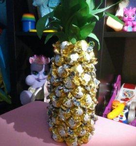 Съедобный ананас подарок (напиток в конфетах)