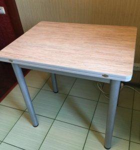 Обеденный/кухонный стол