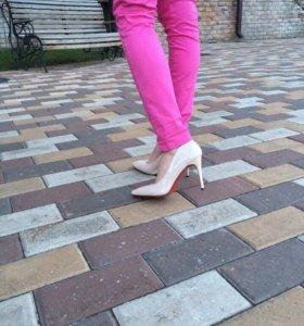 Туфли на каблуке 36.37.новые