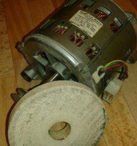 Двигатель от стиральной машинки вместе с камнем
