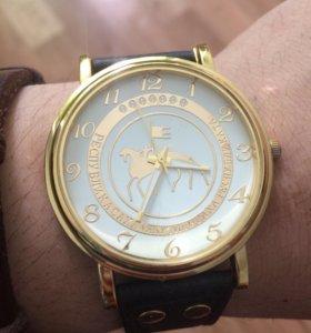 Продаю Часы срочно
